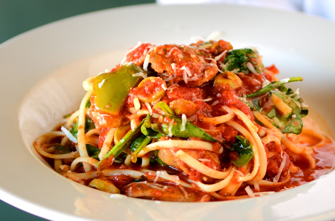 Linguini with spicy Italian sausage, fresh roma tomatoes, green olives ...